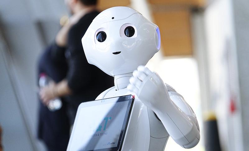 案内をするロボット
